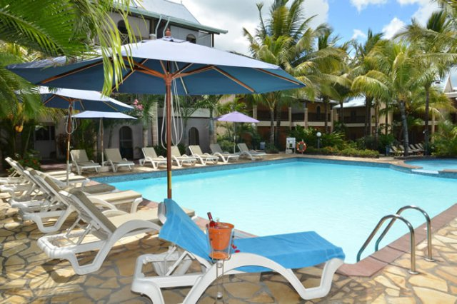 Photo gallery swimming pool le palmiste resort spa for Swimming pool mauritius